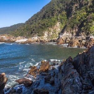 ZA.Tsitsikamma-Nationalpark Klippen Die Klippen der Küste in Nationalpark
