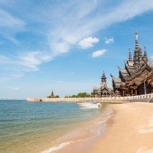 TH.AR.Pattaya Sanctuary of Truth Blick auf das Sanctuary of Truth am Meer