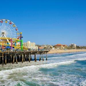 Blick auf den Santa Monica Pier bei Tag