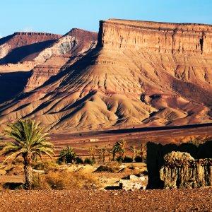 MA.Atlas_Gebierge_Landschaft Marrokanische Ruinen im Atlas Gebierge