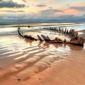 NA.Skelettkueste_Wrack Zerschelltes Schiffswrack an der Skelettküste in Namibia