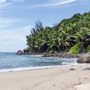SC.Silhouette.Strand Verlassener tropischer Strand auf Silhouette Island, Seychellen