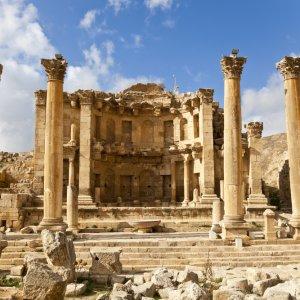 JO.Gerasa Nymphäum Der Blick auf das Nymphäum in der historischen Stätte Jerasch, Jordanien.