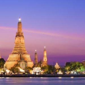 """TH.Wat_Arun Der Tempel """"Wat Arun"""" in Bangkok in der Abenddämmerung"""