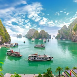 "VN.Halong_Bay_Bo_Hon_Island Die Insel ""Bo Hon"" im Areal der Halong Bay in Vietnam."