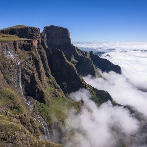ZA.POI.Drakensberge 3 Über die Wolken ragender Fels