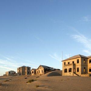 NA.POI.Kolmanskop 4 Blick auf verlassene Häuser