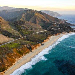 Der Highway bei Big Sur parallel zum Pazifischen Ocean