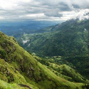"""LK.Ella.Adams_Peak Ausblick vom höchsten Punkt des Bergs """"Little Adam ́s Peak"""" in Sri Lanka"""