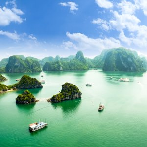 VN.Halong_Bay_Wasserareal Weitreichendes Wasserareal der Halong Bay im nordöstlichen Vietnam.