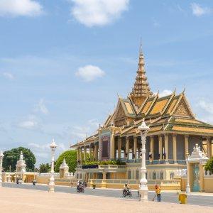 KH.Phnom_Penh_Royal_Palace Der seitliche Blick auf den königlichen Palast von Kambodscha in Phnom Penh.