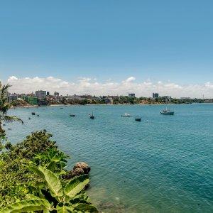 KE.Mombasa.Meer mit Skyline