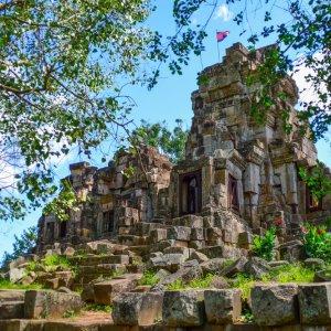KH.Battambang_Wat_Ek_Phnom Der Blick von unten auf den eingestürzten Wat Ek Phnom in Battambang, Kambodscha.
