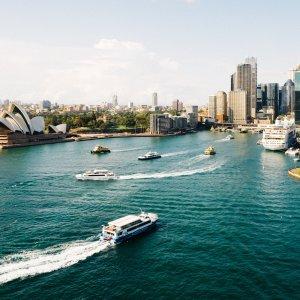 AU.Sydney_Opera_House Der Blick über das Wasser zum architektonischen Meisterwerk, dem Opera House von Sydney.