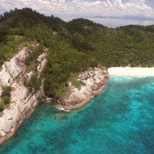 SC.North_Island_Luftaufnahme Luftaufnahme der steinigen Küste von North Island, Seychellen