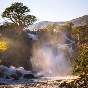 NA.Epupafaelle Die stürzende Wassermassen der Epupafälle