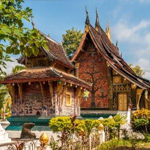 LA.Luang_Prabang_Wat_Xieng_Thong Der Blick auf ein prachtvolles Kloster in Luang Prabang, Laos.