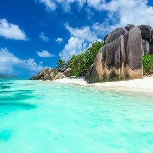 SC.La_Digue_Felsen Granitfelsen am traumhaften Strand der Insel La Digue, Seychellen
