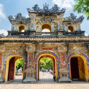 VN.Hue.Zitadelle 5 Farbenfroher Torbogen zur Zitadelle von Hue