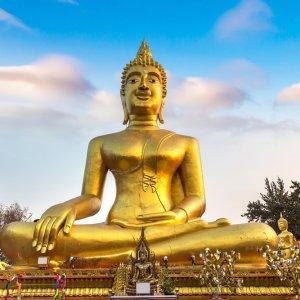 TH.AR.Pattaya Big Buddha Blick auf die  goldene Big Buddha Statue