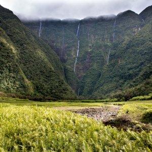RE.POI.Réunion Nationalpark 4 Blick auf die Landschaft und Wasserfälle im Nationalpark