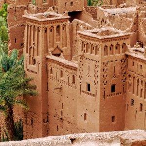 MA.Ait_Ben_Haddou_Lehmbauten Traditionelle marokkanische Lehmbauten mit verzierten Schnitzereien in Ait Ben Haddou, Marokko