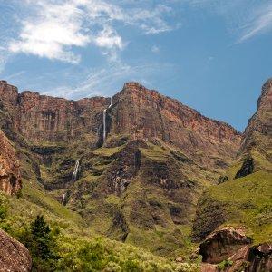 ZA.POI.Drakensberge 6 Mit Grün übersäte Felsen
