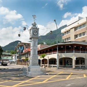 """SC.Victoria.Clocktower Die kleine Nachbildung des Big Ben """"Clock Tower"""" auf den Straßen von Victoria, Seychellen"""