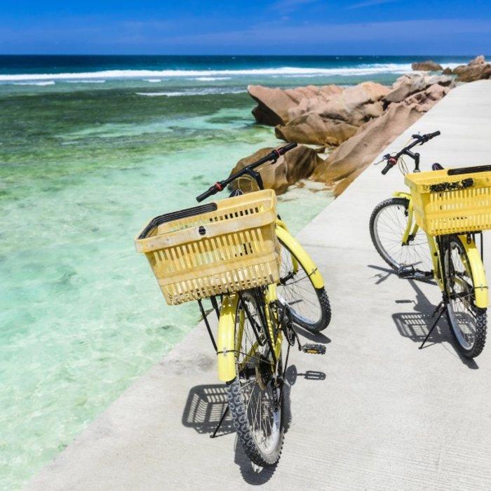 SYC.LaDigue.Fahrräder am Meer