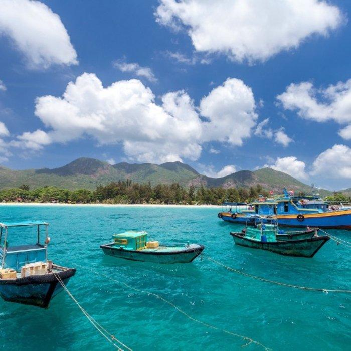 VNM.Con Dao Island.Boote auf dem Meer