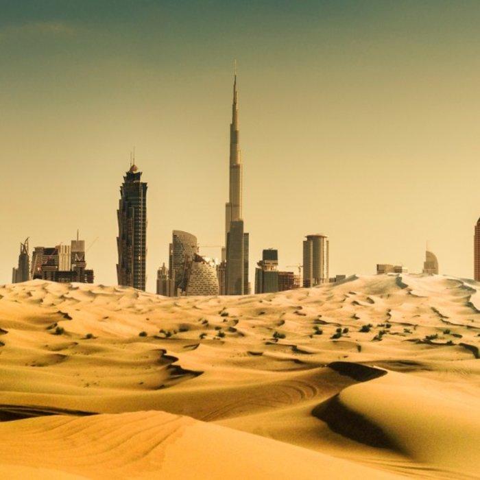 VAE.Dubai.Skyline mit Wüste