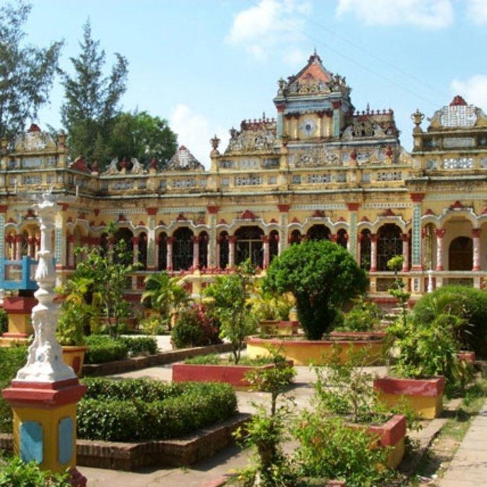 VNM.Can Tho.Tempel mit grüner Anlage
