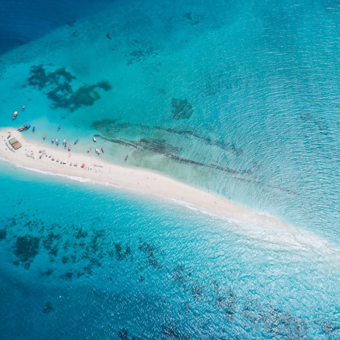 Sansibar.Nakupenda_Beach Eine weiße Sandbank umgeben von türkisfarbenem Wasser in der Nähe von Sansibar-Stadt