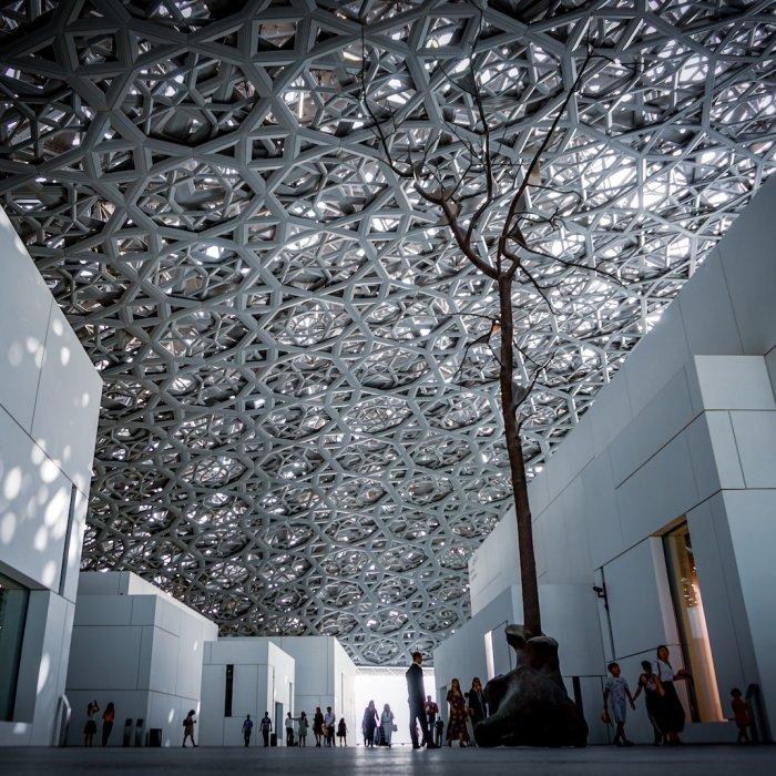 Die Plaza im Louvre Abu Dhabi