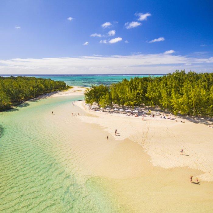 Der Übergang zwischen den Inseln Île aux Cerfs und Ilot Mangenie