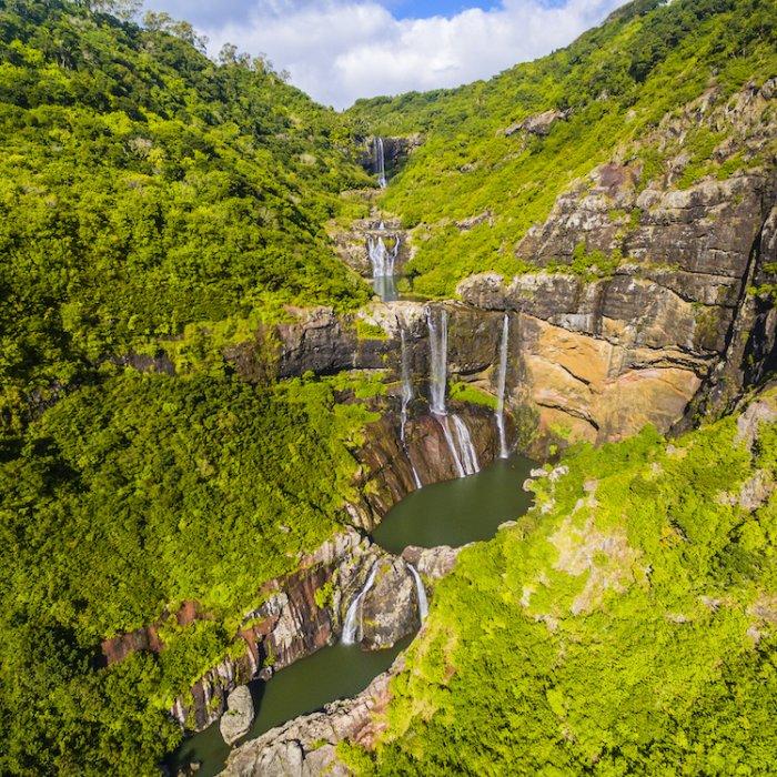 MU.Tamarin_Falls Der Blick auf die Tamarin Falls und Umgebung