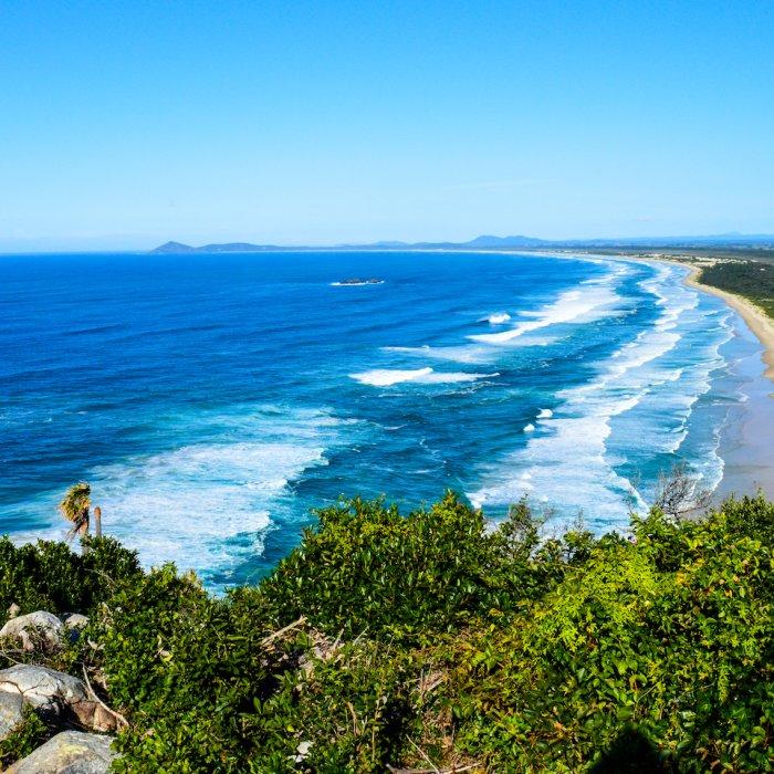 Blick auf den Strand vom Aussichtspunkt auf dem Indian Head auf Fraser Island.