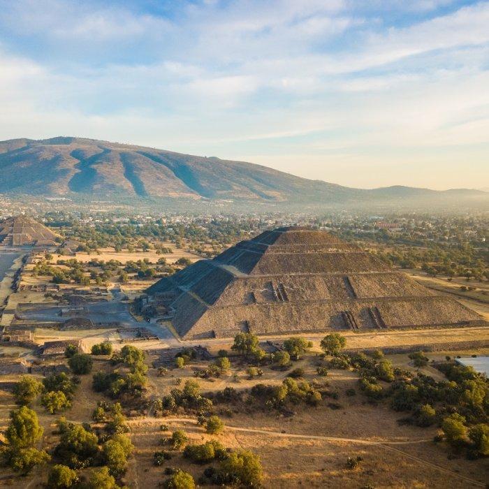 MX.POI.Sonnenpyramide von Teotihuacán 6 Blick auf die Sonnenpyramide und Umgebung
