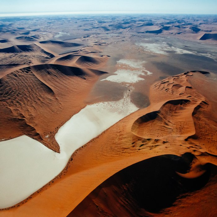 Die Wüstenlandschaft Deadvlei aus der Vogelperspektive