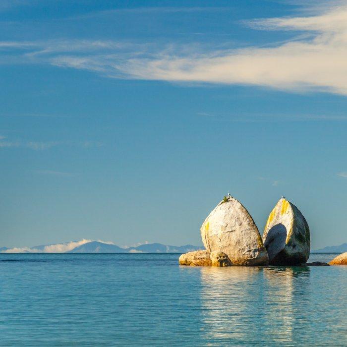 NZ.Abel Tasman Apple Rock