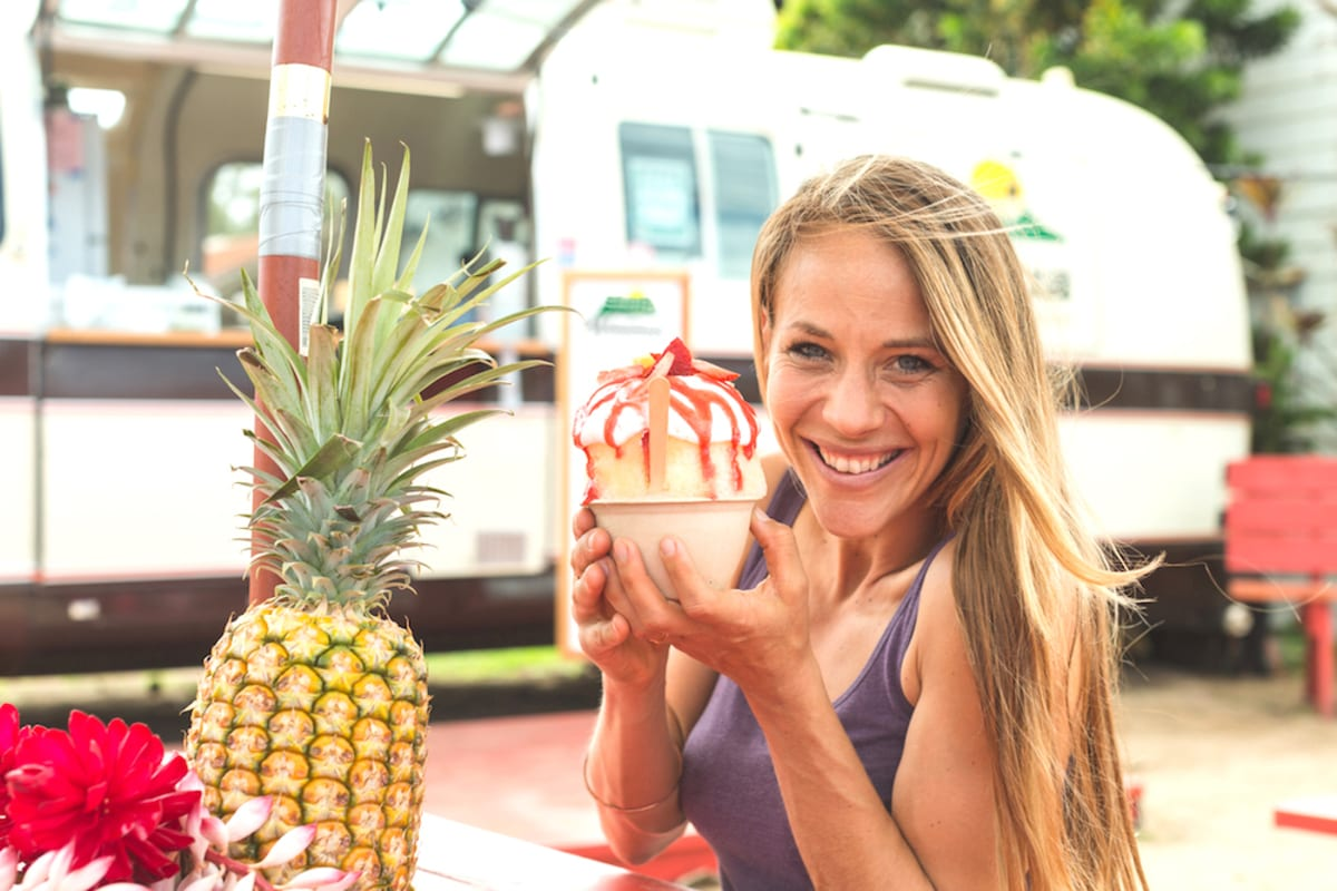 girl-eats-hawaii-shaved-ice