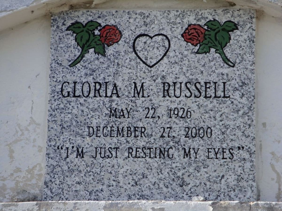 grave marker of Gloria Russell