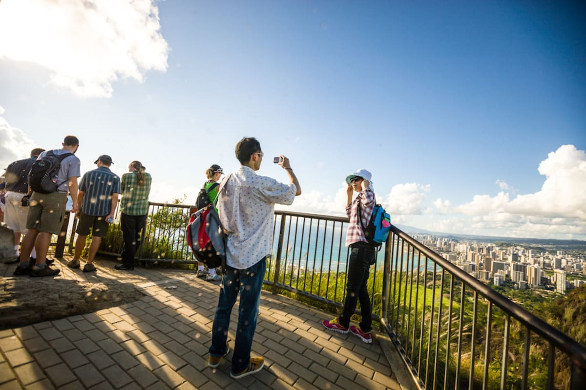 hikers-atop-diamond-head