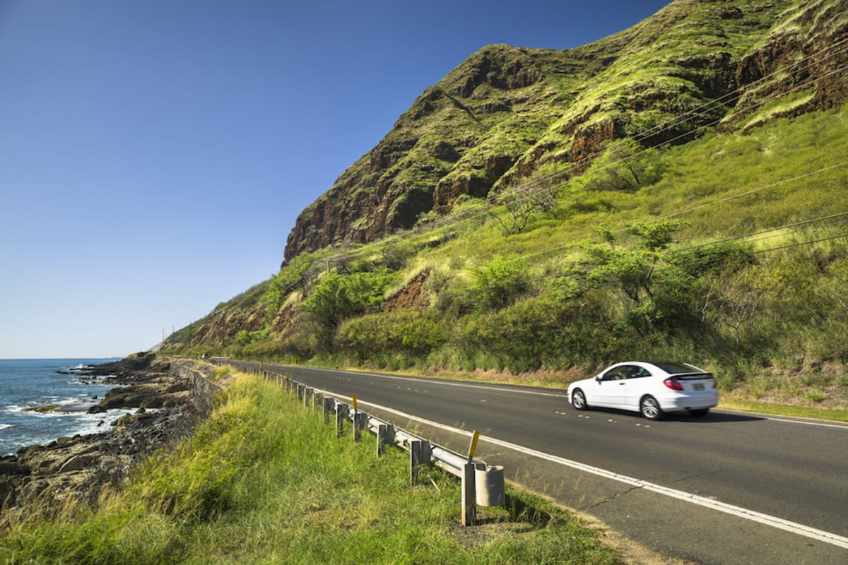 car-drives-along-hawaii-coast