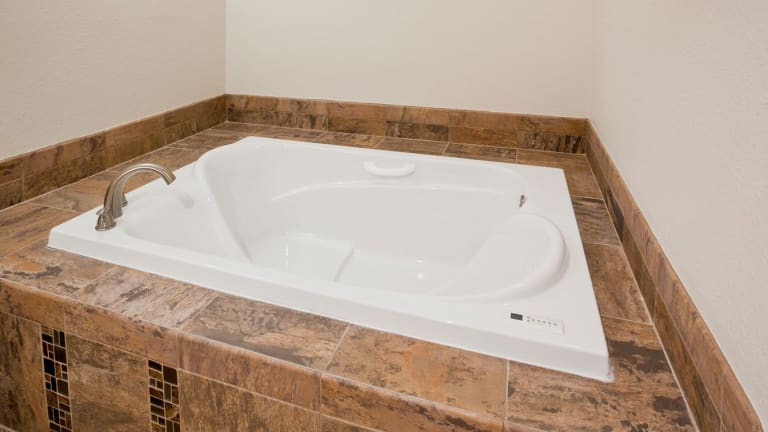 Carrollton-Bridal Suite Whirlpool