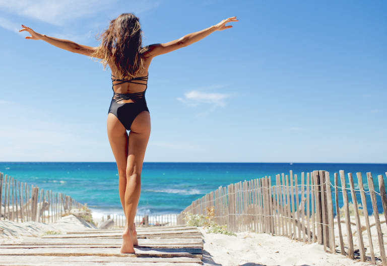 woman-arms-outstretched-south-beach