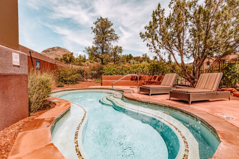 Sedona Rouge Jet Pool