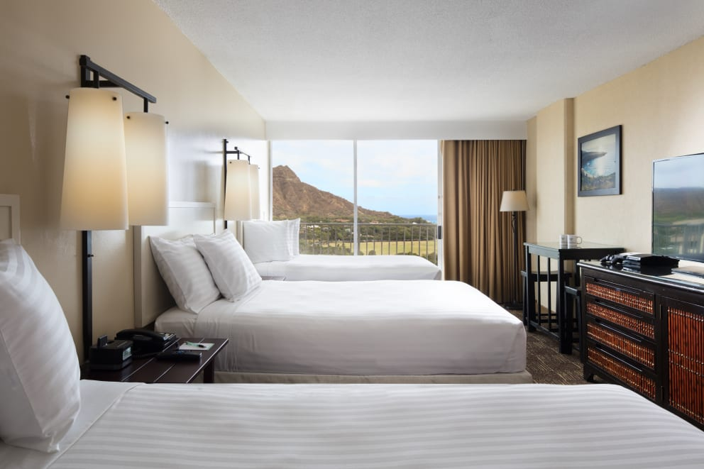 Diamond Head View Triple Double Bed Room
