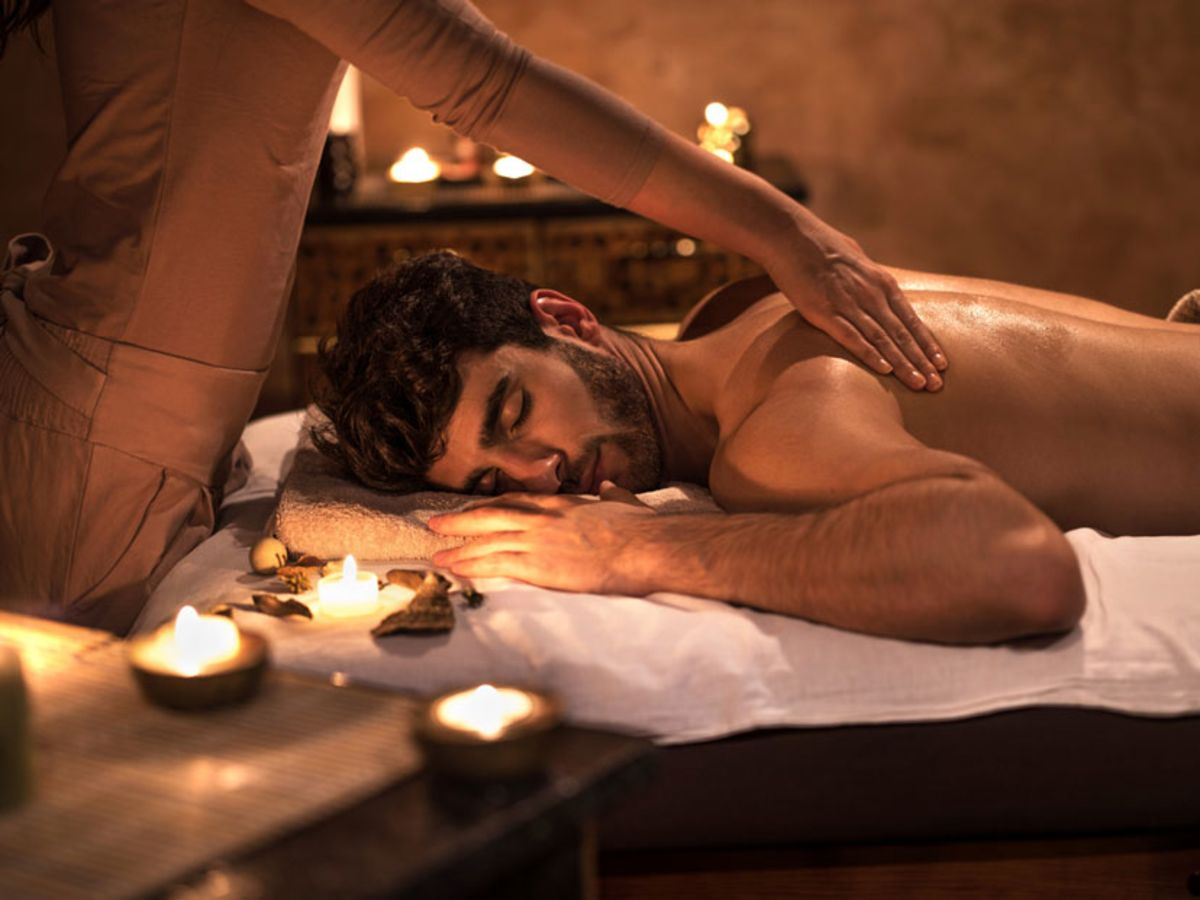 man-receiving-a-relaxing-massage