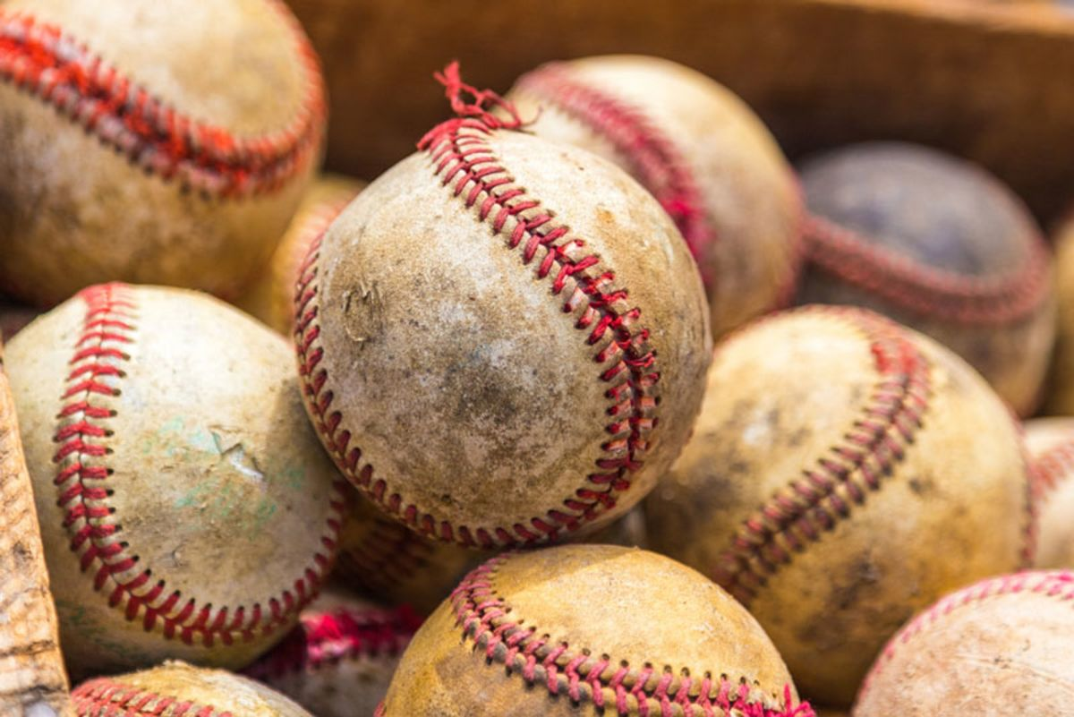 closeup-of-old-baseball-balls-in-box